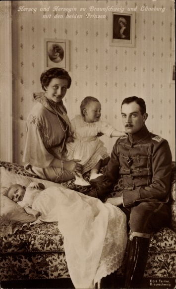 Ak Herzog Ernst August von Braunschweig, Prinzessin Victoria Luise von Preußen, Prinzen