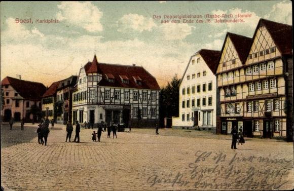 Ak Soest in Nordrhein Westfalen, Blick auf den Marktplatz, Doppelgiebelhaus