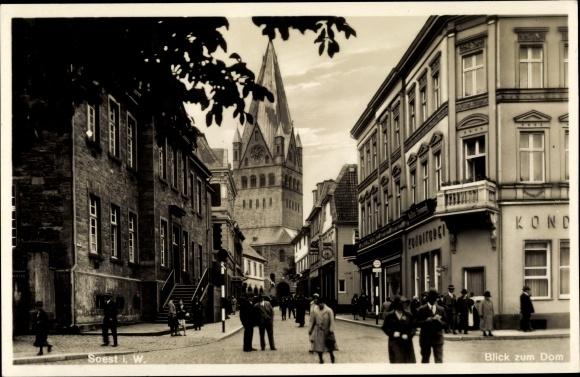 Ak Soest in Nordrhein Westfalen, Stadtansicht, Straßenpartie, Dom