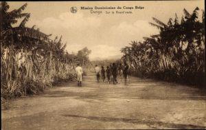 Ak Dungu DR Kongo Zaire, Sur la Grand' route
