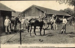 Ak Versailles Yvelines, Camp de Satory, La corvee de l'avoine