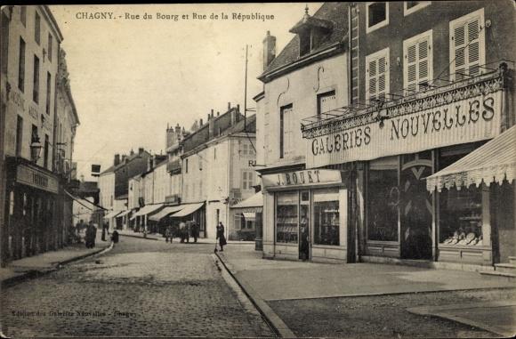Ak Chagny Saône et Loire, Rue du Bourg et Rue de la Republique, Galeries Nouvelles J. Bouet