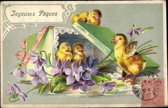 Präge Ak Glückwunsch Ostern, Küken, Schachtel, Blumen