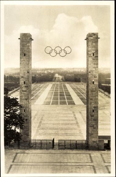 Ak Berlin Charlottenburg, Reichssportfeld, Blick von der Deutschen Kampfbahn durch das Osttor