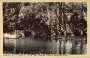 Ak Ivry la Bataille Eure, L'Eure prise des Jardins de l'Hotel du Moulin
