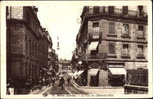 Ak Brive Corrèze, La Rue de l'Hotel de Ville, Pharmacie de la Croix Blanche