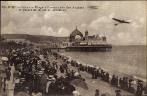 Ak Nice Nizza Alpes Maritimes, Plage, Promenade des Anglais et Palais de le Jetée, Aviation