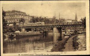 Ak Saarbrücken im Saarland, Saarpartie an der Luisenbrücke