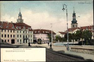 Ak Saarbrücken im Saarland, Schlossplatz mit Rathaus, Straßenbahn