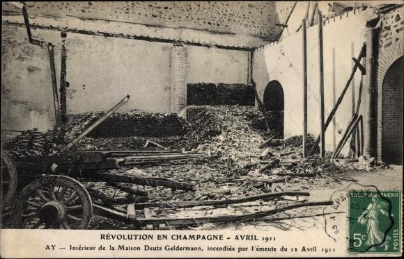 Ak Champagne Marne, Révolution Avril 1911, interieur de la Maison ...