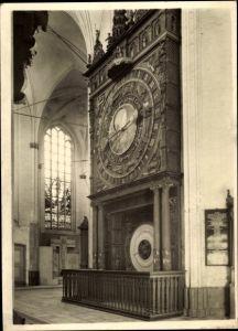 Ak Rostock in Mecklenburg Vorpommern, Blick in die Marienkirche, Astronomische Uhr