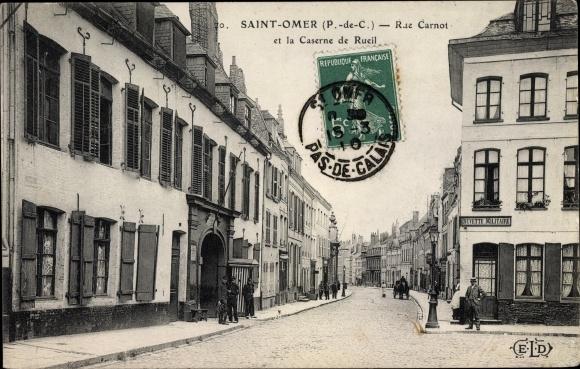 Ak Saint Omer Pas-de-Calais, Rue Carnot et la Caserne de Rueil