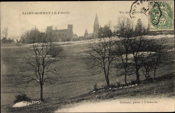 Ak Saint Bonnet le Froid Rhône, Vu de Chevinay, Kirche, Schloss