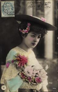 Ak Dame in Kleid, Hut, Portrait, NPG 308/6, Blumenstrauß
