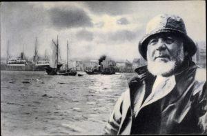 Ak Fischer vor einem Hafen