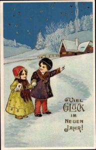 Präge Gold Ak Glückwunsch Neujahr, Kinder vor Haus im Schnee, Glückwunschbrief, Sternenhimmel