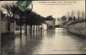 Ak Mouy sur Seine Seine-et-Marne, La Grande Rue inondée, 24 Janvier 1910