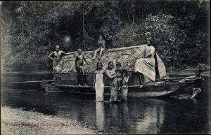 Ak Ratnapura Lake Sri Lanka, Women bathing, boat, group portrait