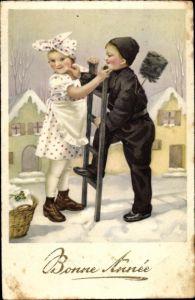 Präge Ak Glückwunsch Neujahr, Mädchen und Schornsteinfeger mit seiner Leiter