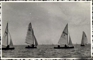 Foto Ak Segelregatta auf einem See