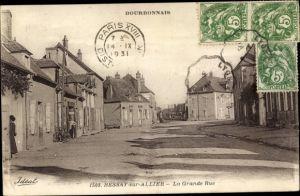 Ak Bessay sur Allier Allier, La Grande Rue, maisons