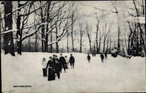 Ak Kanada, Snowshoeing, Leute mit Schneeschuhen im Schnee