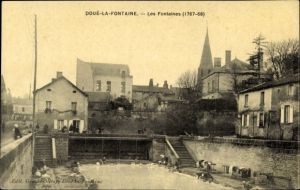 Ak Doué la Fontaine Maine et Loire, Les Fontaines, Wäscherinnen