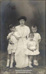 Ak Kronprinzessin Cecilie von Preußen mit ihren drei Söhnen, Liersch 3468
