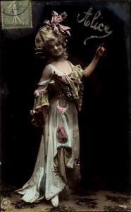 Glitzer Ak Frau in Kleid, Portrait, Hut