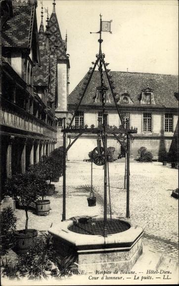 Ak Beaune Côte d'Or, Hospice de Beaune, Hotel Dieu, Cour d'honneur, le puits