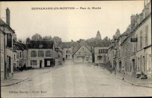 Ak Donnemarie en Montois Seine et Marne, Place du Marche