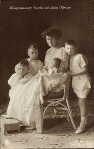 Ak Kronprinzessin Cecilie von Preußen, Portrait mit ihren Söhnen, NPG VI