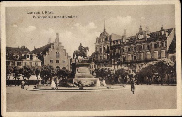 Ak Landau in der Pfalz, Paradeplatz, Luitpold Denkmal