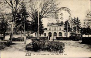 Ak Fontainebleau Seine et Marne, La Facade de la Gare