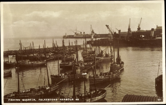 Ak Folkestone Kent South East England, Harbour 49, Fishing Quarter, boats, cranes