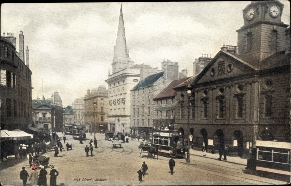 Ak Dundee Schottland, high Street, pedestrians, double decker trams, church, town hall