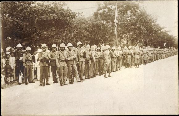 Foto Ak Hai Phong Vietnam, Französische Kolonialsoldaten, Tropenuniformen