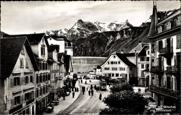 Ak Brunnen Kt. Schwyz Schweiz, Blick zum Gitschen und Urirotstock