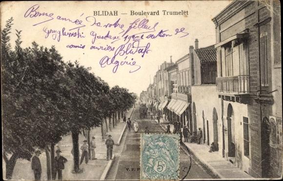 Ak Blida Algerien, Boulevard Trumelet, Straßenpartie in der Stadt