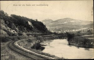 Ak Gumperda im Saale Holzland Kreis, Blick auf die Saale und Leuchtenburg, Bahnstrecke