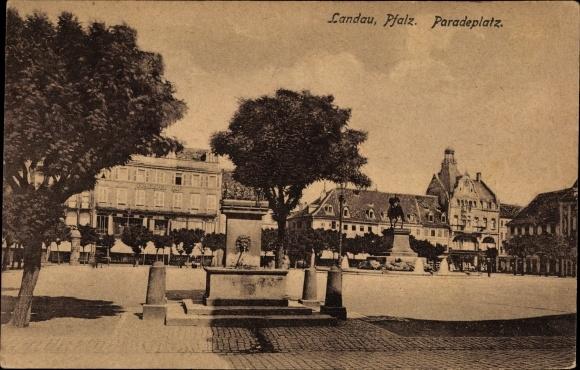 Ak Landau in der Pfalz, Paradeplatz, Brunnen