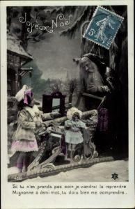 Ak Frohe Weihnachten, Weihnachtsmann mit Geschenke Schlitten, Mädchen, Portrait, Puppe