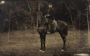 Foto Ak Belgischer oder französischer Soldat, Reiter, Pferd