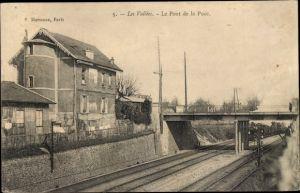 Ak Les Vallees Hauts de Seine, Le Pont de la Puce, Chemin de Fer