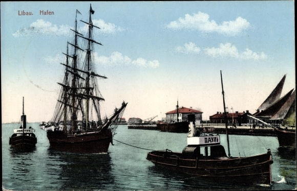 Ak Liepaja Libau Lettland, Segelschiff wird von Schlepper in den Hafen gezogen