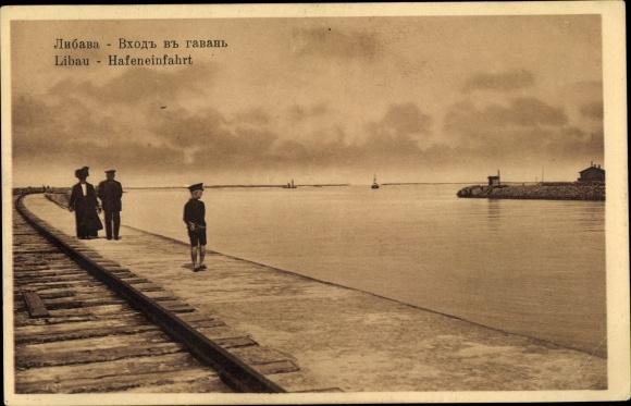 Ak Liepaja Libau Lettland, Hafeneinfahrt, Eisenbahnstrecke am Kai