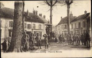 Ak Crouy sur Ourcq Seine et Marne, Place du Marche, soldats francais