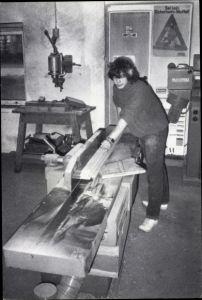 Ak Junger Tischler an Säge, Holzwerkstatt der Diakonischen Heime Freistatt