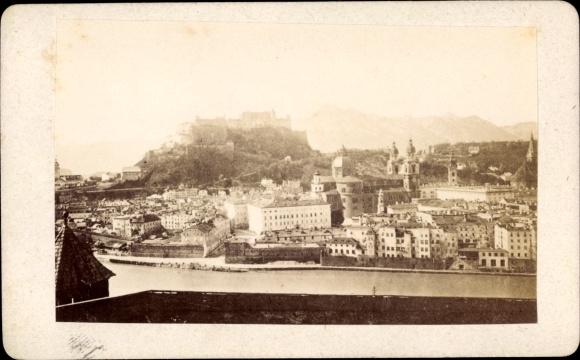Foto Salzburg in Österreich, Totalansichtm Hohensalzburg
