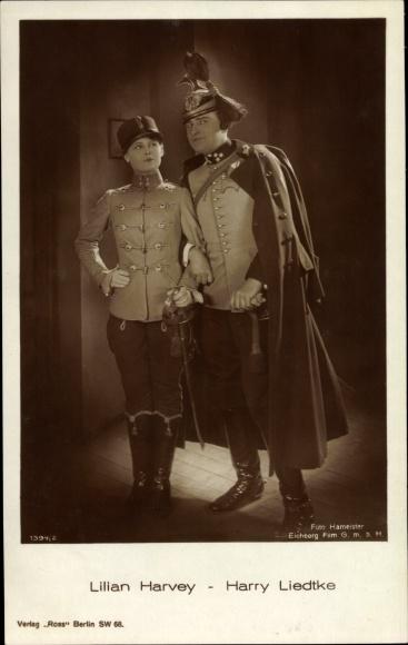 Ak Schauspieler Lilian Harvey und Harry Liedtke, Filmszene, Uniformen, Ross Verlag 1394/2